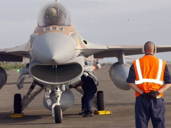 Development of an F-16 Fighter Virtual Maintenance Trainer using Inscape VTS